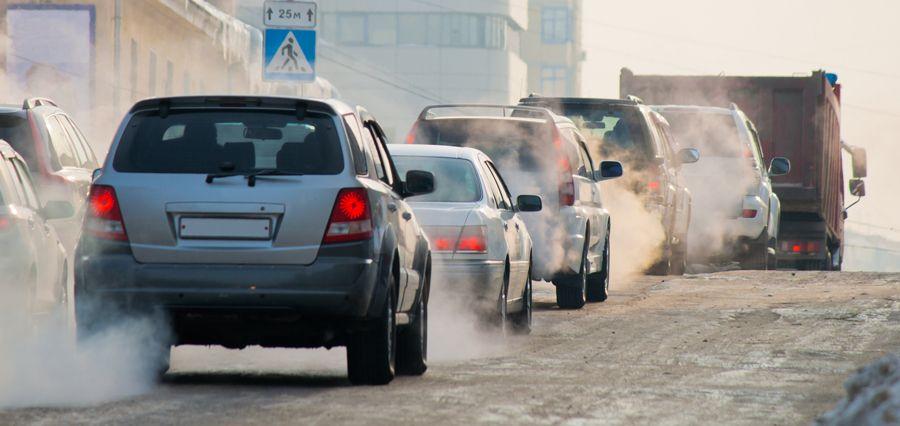 ¿Qué coche emite más CO2, uno gasolina o uno diesel?