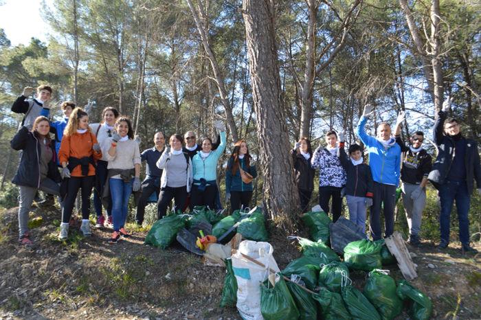 Plataforma ZEO recull 125 quilos d'escombraries a Rubí amb la netejaZEO