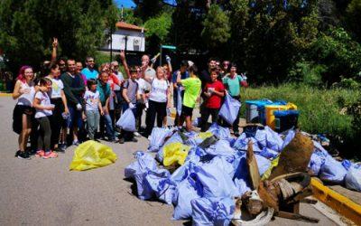 PlataformaZEO recull 270 quilos d'escombraries en la TrobadaZEO de Bellaterra