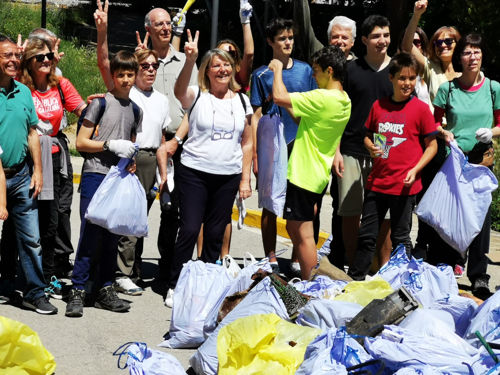 Voluntarios TrobadaZEO Limpieza Bosque